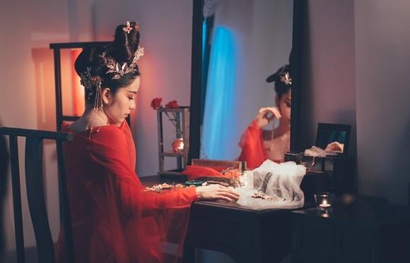 Hoa hậu Nam Em tạo hình cổ trang, ra mắt teaser ca khúc tự sáng tác