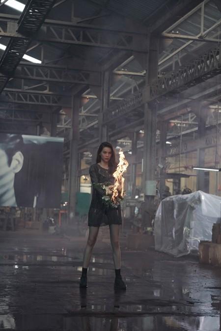 Hồ Ngọc Hà trở lại với chất nhạc RnB, MV đậm chất điện ảnh