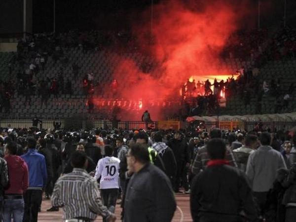 Ai Cập tuyên án tử hình 11 hooligan gây bạo loạn ảnh 1