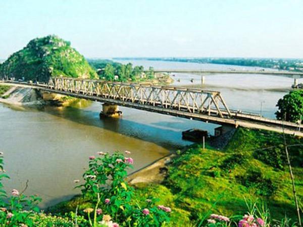 Qua cầu Hàm Rồng, ngắm dòng sông Mã ảnh 1