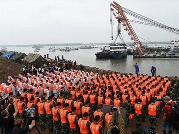 432 người chết trong vụ chìm tàu ở Trung Quốc ảnh 1
