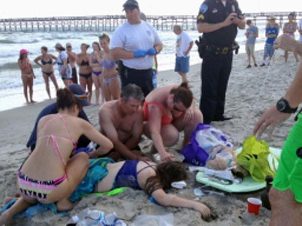 Mỹ: Cá mập liên tiếp tấn công du khách ở bãi biển ảnh 1