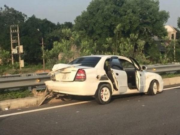 Tạm giữ hình sự lái xe sang gây tai nạn trên cao tốc Nội Bài - Lào Cai ảnh 1