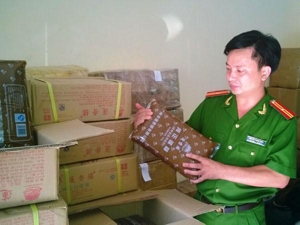 Thu giữ 1 tấn nhân bánh Trung thu nhập từ Trung Quốc ảnh 1