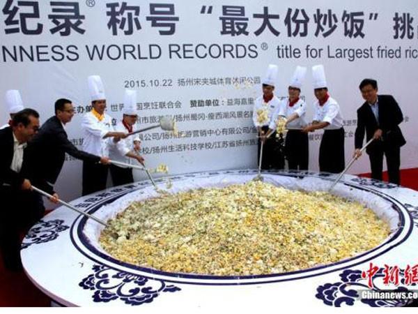 Chảo cơm rang khổng lồ Dương Châu bị tước kỷ lục Guinness ảnh 1