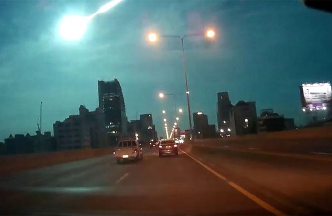 """Quả cầu lửa"" lao xuống Bangkok ảnh 1"