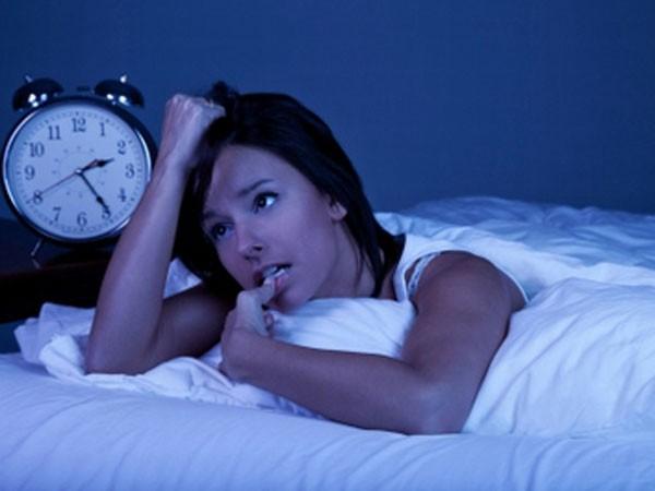 Bị gián đoạn giấc ngủ, ảnh hưởng tới tâm trạng ảnh 1