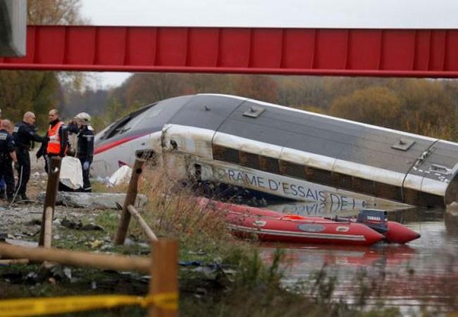 Pháp: Tàu trật bánh, 10 người thiệt mạng ảnh 1