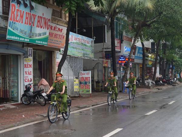 CSTT thường xuyên tuần tra bằng xe đạp: Phố phường gọn gàng hơn ảnh 1