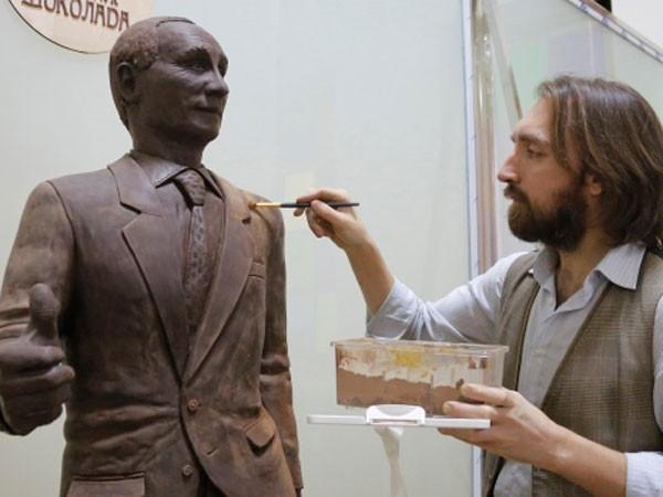Dựng tượng Tổng thống Nga bằng chocolate ảnh 1