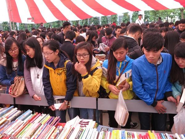 Sách và chợ ảnh 2