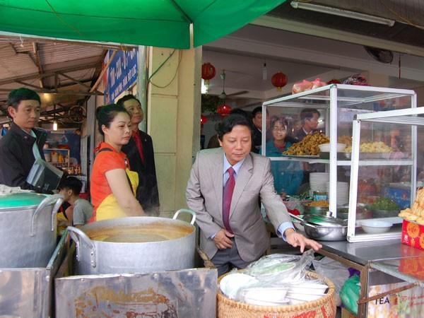 An toàn thực phẩm: Chủ tịch phường phải trực tiếp kiểm tra ảnh 1
