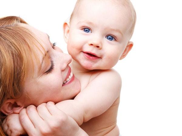 Trẻ sinh non cần được ôm ấp ảnh 1
