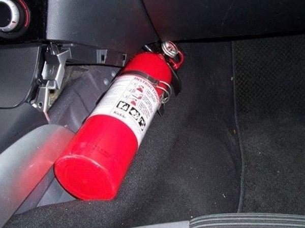 Bình chữa cháy cho xe ô tô: Không nên ham rẻ mua hàng trôi nổi ảnh 1
