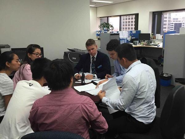 Hơn 300 du học sinh tại Úc mua phải vé máy bay giả ảnh 1