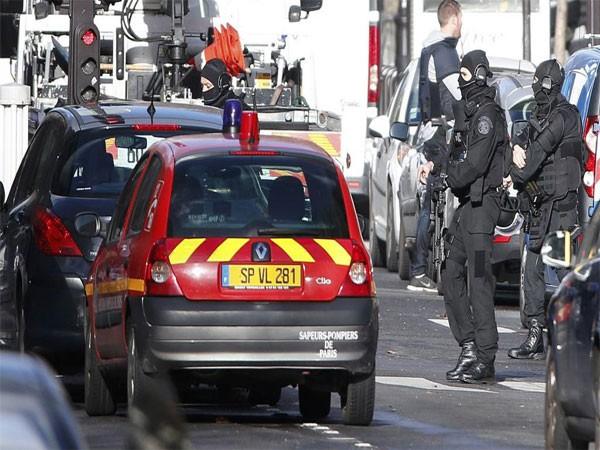 Tiêu diệt kẻ tấn công đồn cảnh sát Pháp ảnh 1