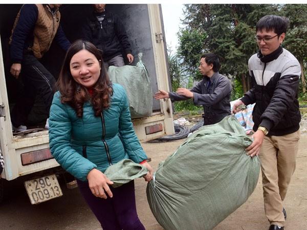 Mang chăn ấm đến với học sinh biên giới Hà Giang ảnh 2