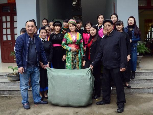 Mang chăn ấm đến với học sinh biên giới Hà Giang ảnh 1