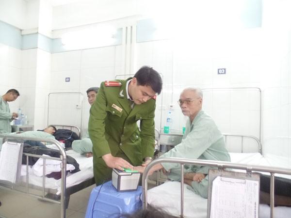 Đến bệnh viện cấp thẻ căn cước cho công dân ảnh 1