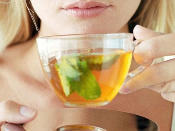 Thận trọng khi uống trà xanh ảnh 1