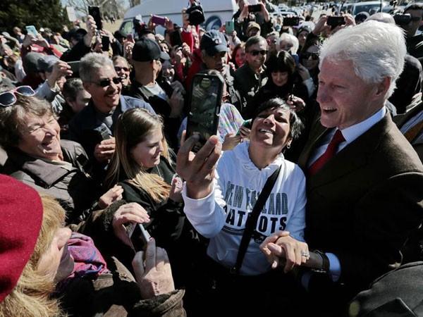 Cựu Tổng thống Mỹ Bill Clinton bị nghi vận động tranh cử cho vợ ảnh 1