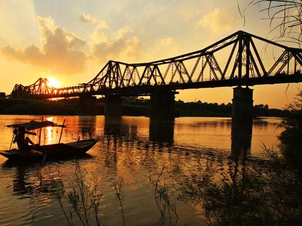 Cây cầu vắt ba thế kỷ ảnh 1