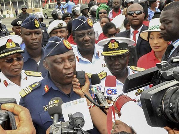 Cựu Bộ trưởng Quốc phòng Nigeria tham nhũng để mua biệt thự ảnh 1