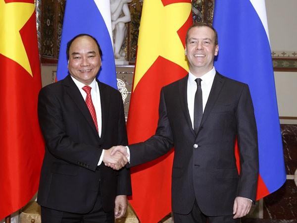 Thủ tướng Liên bang Nga D. Medvedev đón Thủ tướng Nguyễn Xuân Phúc