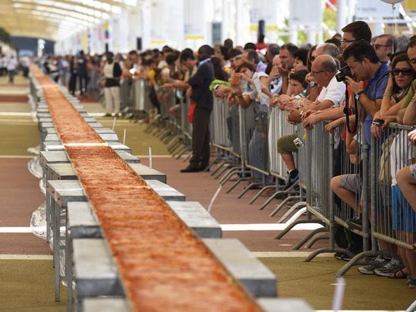Chiếc bánh pizza dài tới 2km