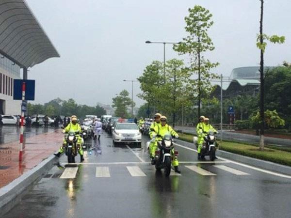 CSGT Hà Nội trước giờ dẫn đoàn Tổng thống Mỹ ra sân bay Nội Bài để vào TP.HCM