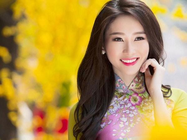"""Hoa hậu Đặng Thu Thảo ngồi """"ghế nóng"""""""