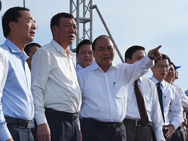 Thủ tướng Nguyễn Xuân Phúc và đoàn công tác tại biển Thịnh Long