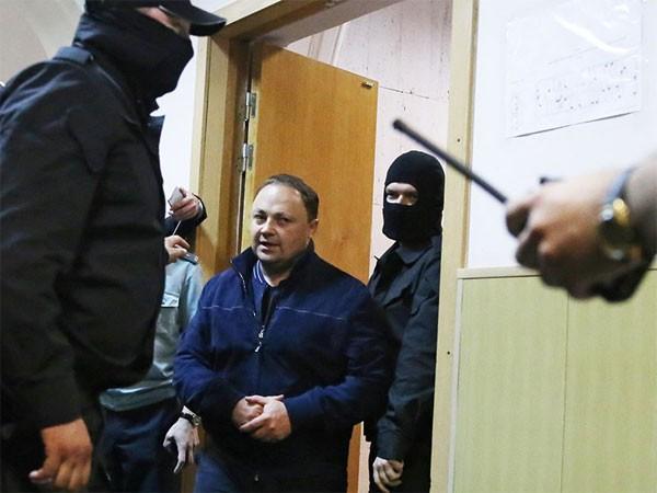 Thị trưởng Vladivostok bị bắt và đưa về Matxcơva để điều tra