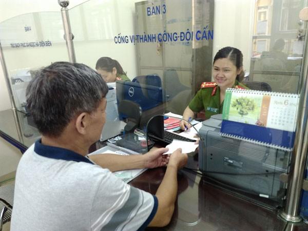 Hình ảnh thân thiện của những nữ CBCS CAQ Ba Đình