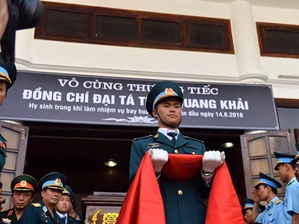 Đưa tang và hỏa táng thi hài Đại tá phi công Trần Quang Khải