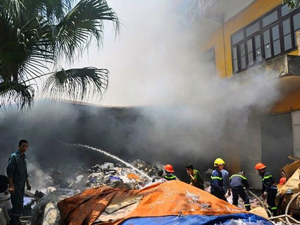 Hiện trường vụ cháy kho giấy tại quận Thanh Xuân
