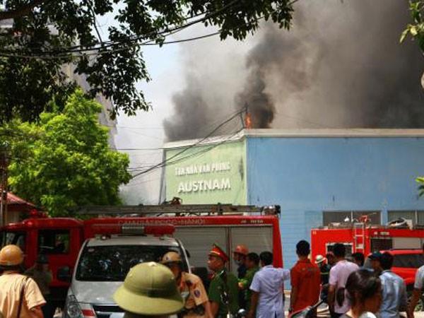 Hiện trường vụ cháy kho 109 đường Trường Chinh