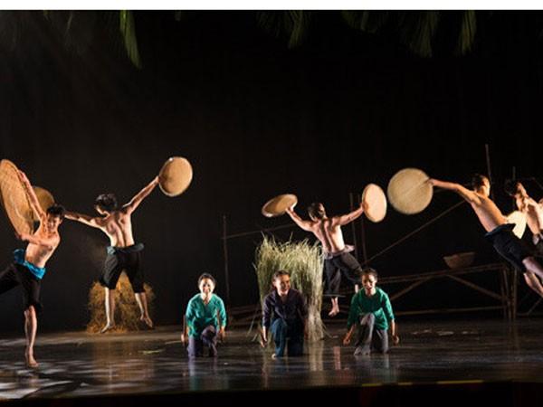 """Một cảnh trong vở múa """"Sương sớm"""" của biên đạo múa Tấn Lộc"""
