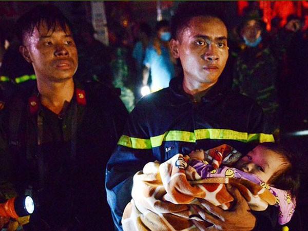 Cứu nạn em bé bị ngạt khói trong vụ hỏa hoạn chung cư cao tầng Xa La, Hà Đông