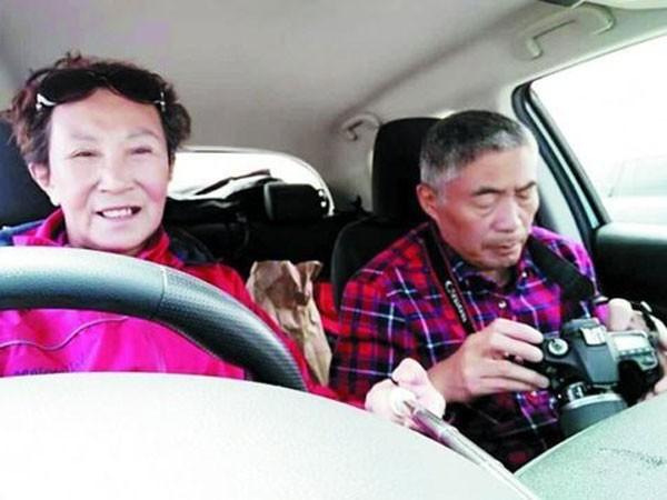Cặp vợ chồng 60 tuổi lái xe khắp nước Mỹ