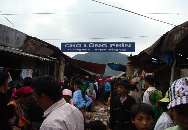 Chợ phiên Lũng Phìn họp vào ngày Dần và ngày Thân