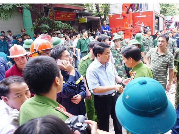 Chủ tịch UBND TP Nguyễn Đức Chung chỉ đạo các lực lượng khẩn trương tìm kiếm, cứu nạn, nhanh chóng ổn định đời sống người dân