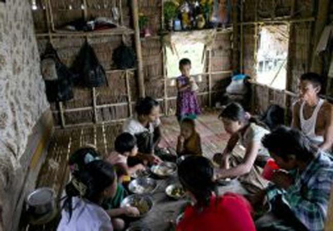 Trẻ em Naga sinh hoạt trong điều kiện hết sức khó khăn, thiếu thốn