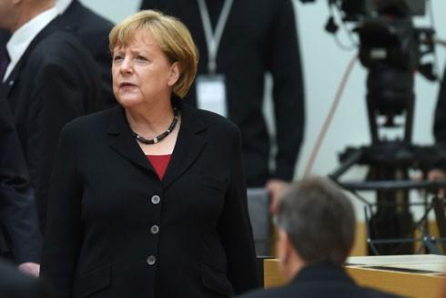 Dù uy tín liên minh cầm quyền gia tăng song uy tín của nữ Thủ tướng Angela Merkel lại giảm do người dân Đức phản đối chính sách tị nạn của bà