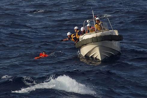 Cảnh sát Biển Nhật Bản cứu 1 thuyền viên tàu cá Trung Quốc hôm 11-8