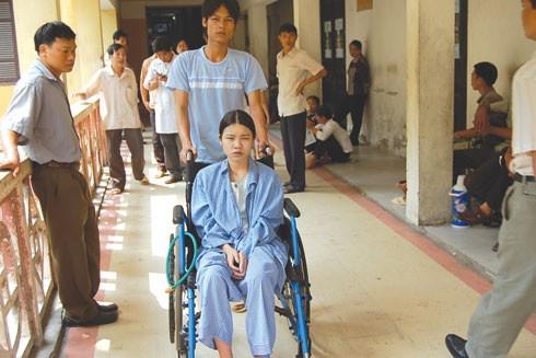 Bé Thơ tại Bệnh viện Bạch Mai năm 2008