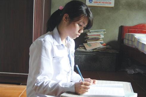 Sau ca mổ, Thơ trở về và tiếp tục đi học (ảnh chụp năm 2012)