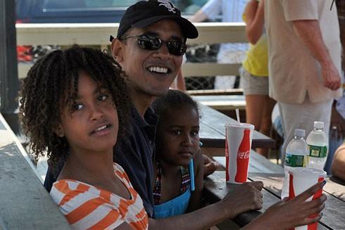 Tổng thống Obama và hai con gái tại nhà hàng Nancy