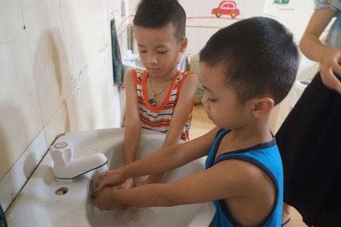 Hà Nội tập trung đầu tư cải thiện hệ thống nhà vệ sinh và nguồn nước trong trường học