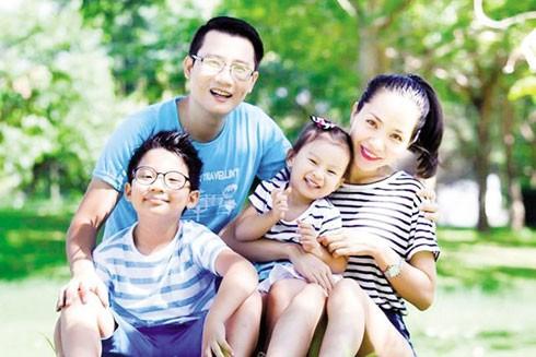Ca sĩ Hoàng Bách và gia đình
